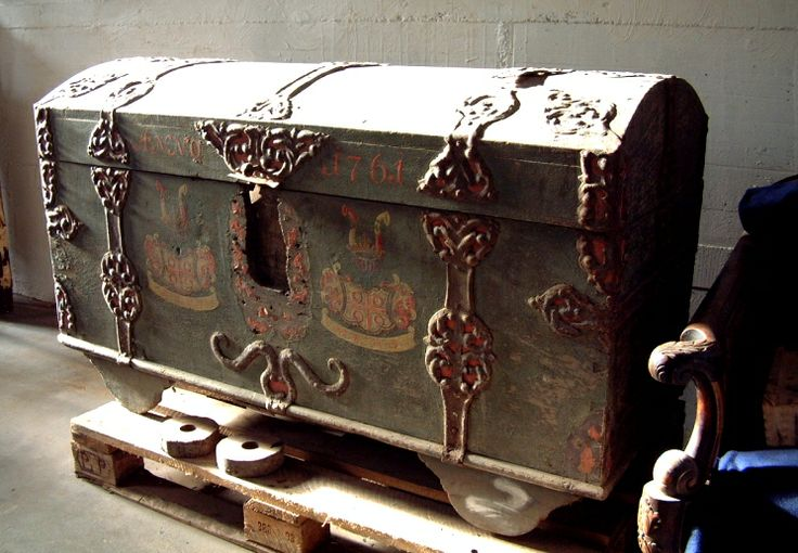 Antique Trunks and Chests | ... : Whimsical Wednesday - TRUNKS and CHESTS (of the Furniture Variety
