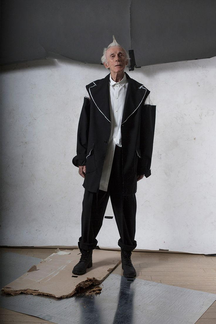 Icosae unveiled its Spring/Summer 2016 lookbook, featuring models Jonathan Bauer Hayden at M management and Augustin Marlot at New Madison. The Spring/Summer 2016 collection entitled SWEAT DREAMS tells the story of the phenomenon of sleep in which a person, either falling asleep... »