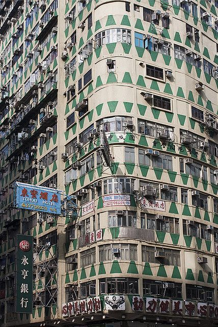 Triangle-decorated building on Nathan Road, Jordan, Kowloon, Hong Kong, 2010, photograph by Suzanne Levasseur.