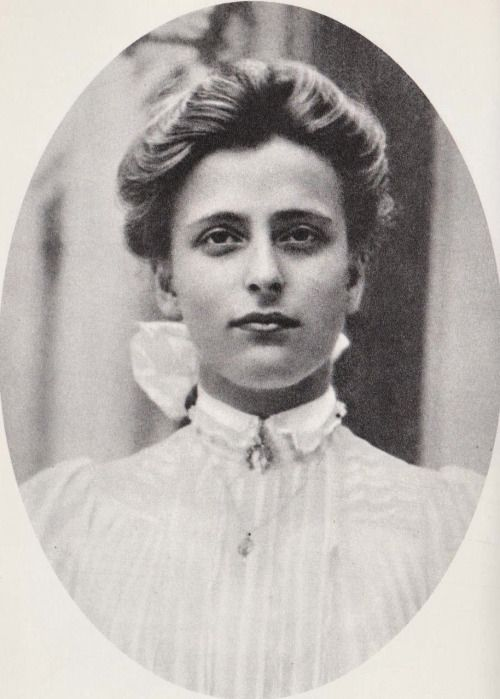 Beautiful image of Princess Louise of Battenberg, on this picture she resembled her sister Princess Alice of Greece.