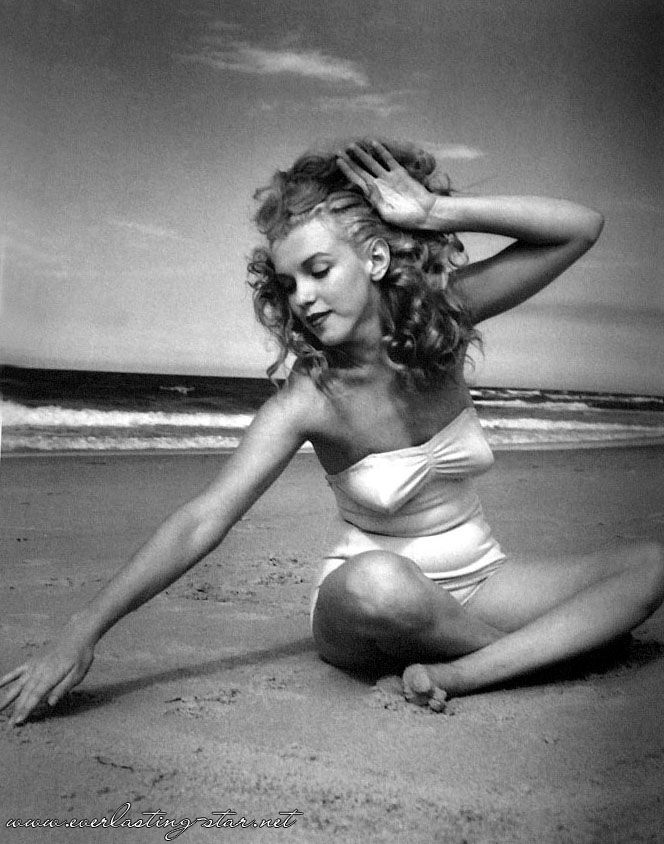 another Marilyn photo I've never seen :) by Andre Dedienes