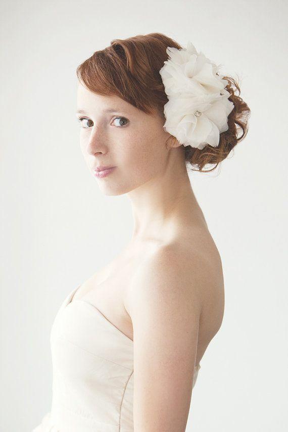 pretty wedding hair flower