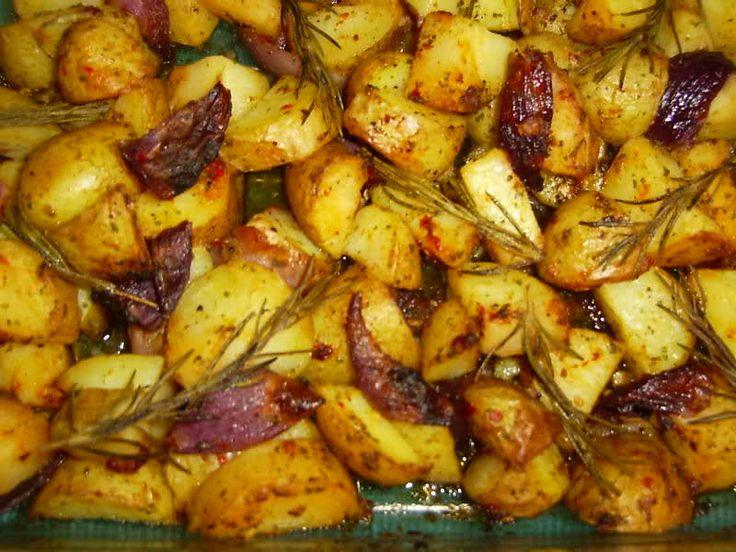 Recept voor Amerikaanse country potatoes. Dit goed onder elkaar rommelen, dan op bakpapier op ovenschotel op 180 graden. Dit tot het bijna gaar is dan zet je de oven op 200 graden voor de bruining.