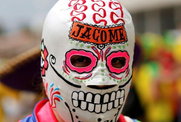 El Chapulín colorado asalta el México vs Brasil - Grupo Milenio