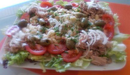 Lekkere Salade Van Witte Bonen Tonijn Artisjokarten En Gedr Tomaten recept | Smulweb.nl