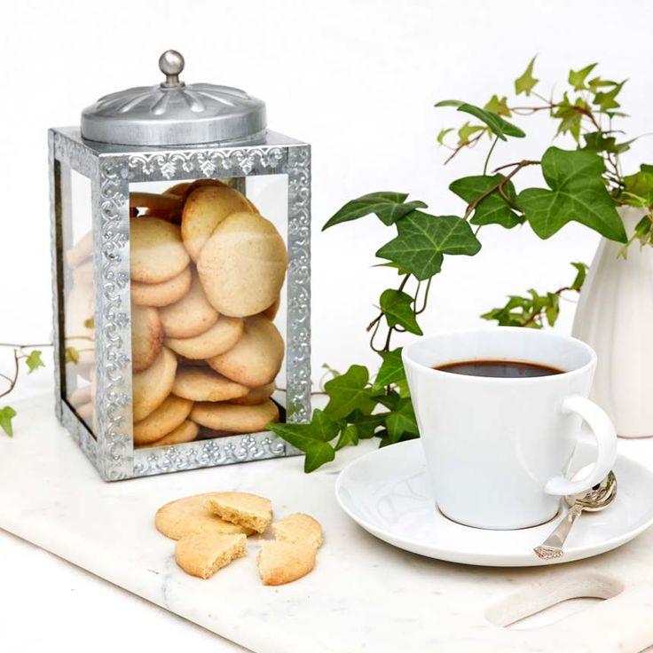 Enkla småkakor med citron och vit choklad.