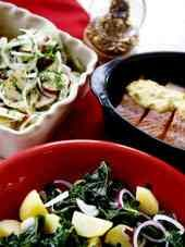 """I sitt decembermysiga kök på Djurgården lagar Monika Ahlberg en kryddoftande buffé med små naggande julpajer, krispiga vinteräpplen och """"världens godaste wienernougat"""". – Nu riktig…"""