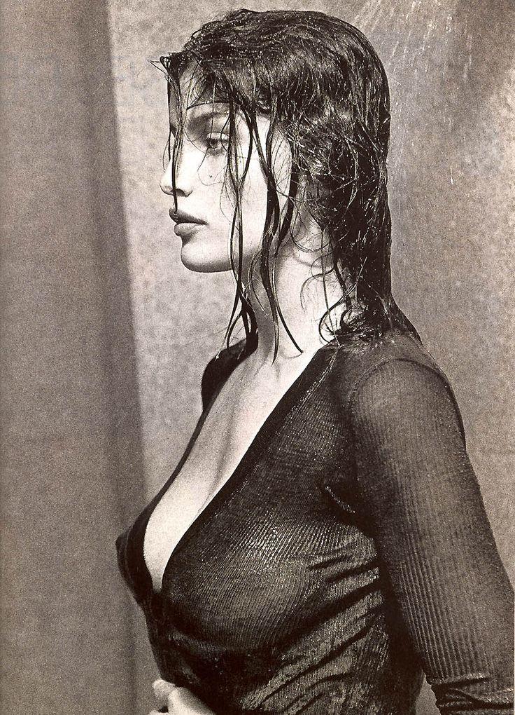 laetitia casta black and white naked pics