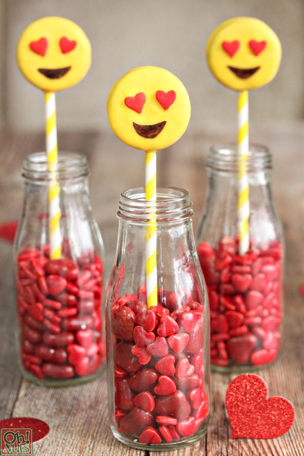 Emoji Heart Oreo Cookie Pops - Emoji cake ideas and dessert inspiration for an Emoji Party. From birthday and graduation parties to school events, an emoji party theme is fun for all! LivingLocurto.com
