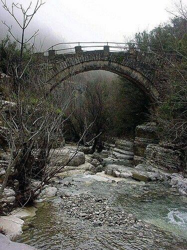 Γεφυρα κοντα στο χωριο Παπιγκο