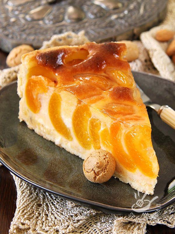 La Torta di albicocche e amaretti non vi stancherà mai: profumata e golosissima, è ottima per la colazione, la merenda o un'occasione speciale!