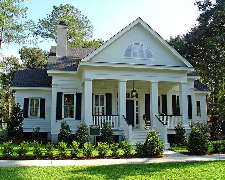 176 best classic southern houses images on pinterest for Classic southern house plans