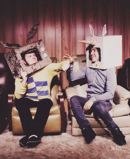 THIS IS THE CUTEST THING OMGAUKCUWHKF<<Patrick's just like Pete stop it