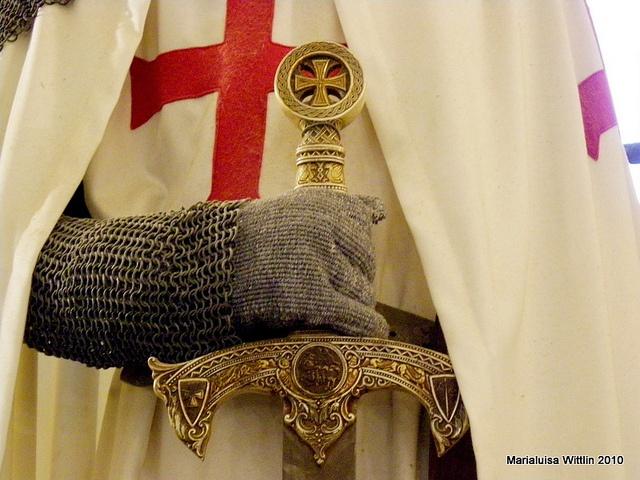 Knights Templar:  A #Knight #Templar with sword.
