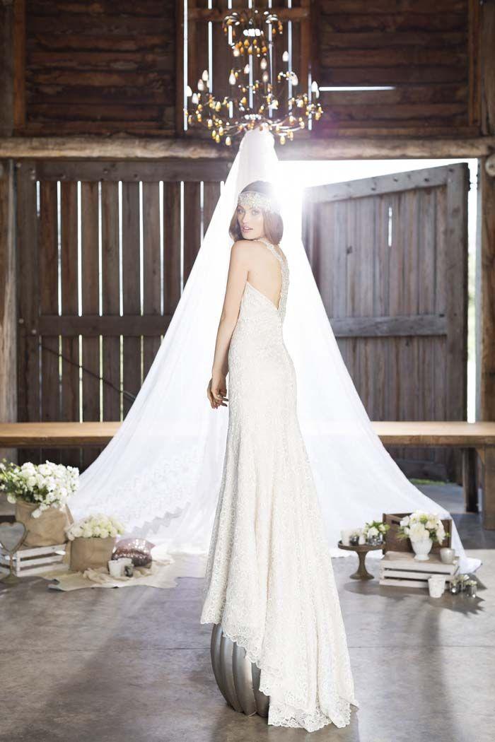 Boho Luxe Wedding Dress Editorial // Wedding Dress by Roz La Kelin, Headpiece by Wendy Louise Designs, Jewellery by Pandora. Photography by Lara Milenko #weddingdress