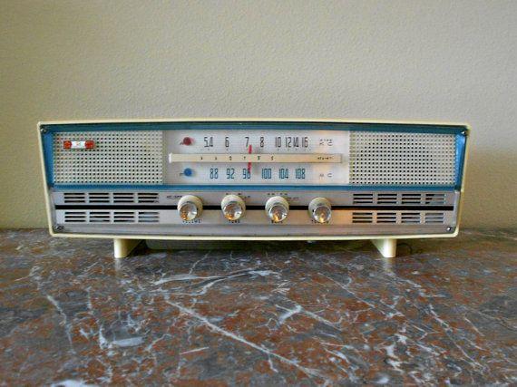 ON SALE  Tube Radio  Lloyd's KFA-W71  1960's Vintage