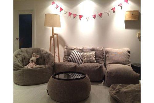 Бин бэг Butterfly Sofa™, бескаркасный диван Twin Couch™, Бескаркасное кресло Evolution Sofa™ и бескаркасный стол Versa Table™ в уникальном цвете Eco Weave