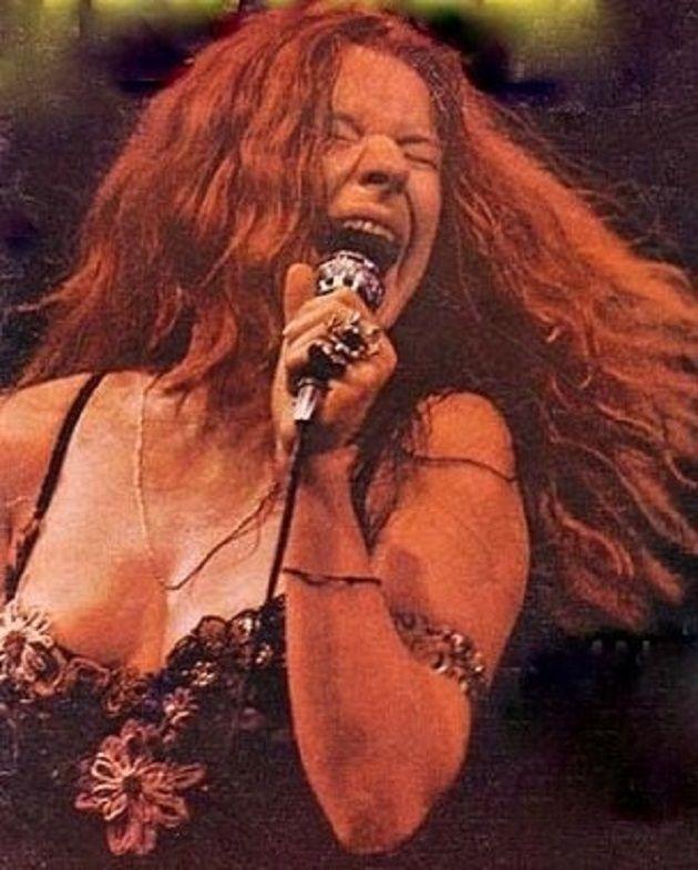 Janis Joplin no palco em 1968, em San Francisco, Califórnia, fotografada por Baron Wolman.  Veja mais em: http://semioticas1.blogspot.com.br/2013/05/uma-noite-com-janis.html