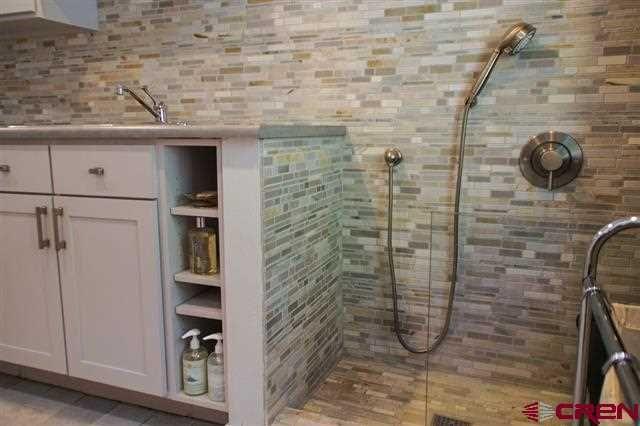 die besten 25 hundedusche ideen auf pinterest hundewaschstation duschen und hundew sche. Black Bedroom Furniture Sets. Home Design Ideas