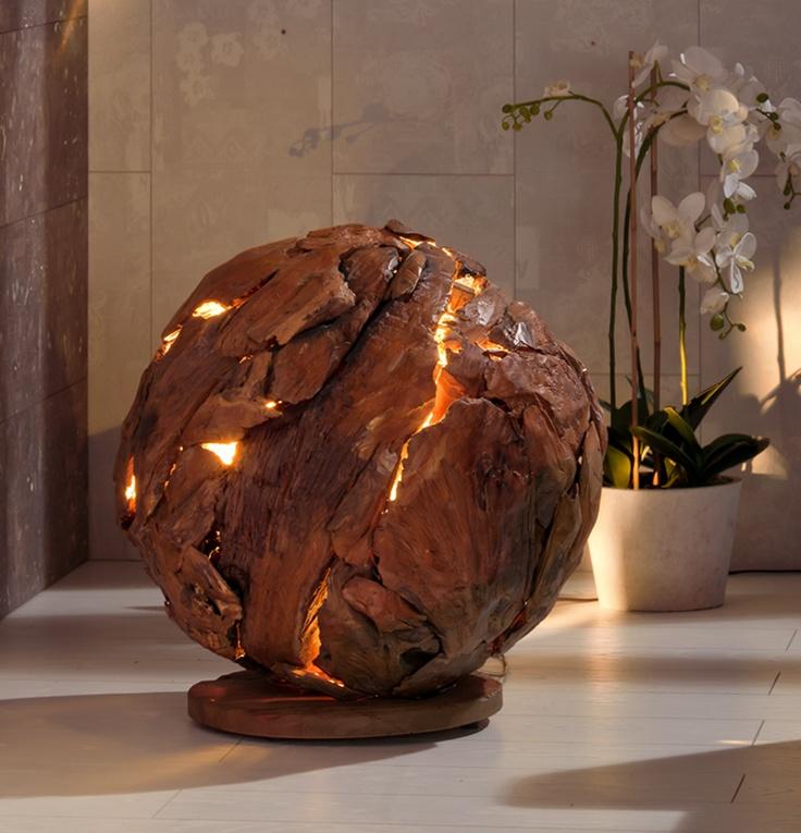 Breng de natuurlijke en warme sfeer in je interieur met deze design tafellamp ontworpen door Henke Möbel. Exclusieve tafellamp Hemelboom is gemaakt van teakhout. Prachtig ontwerp met een rustieke uitstraling!
