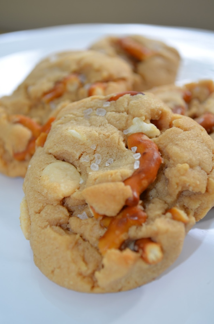 The Sweet & Salty. Peanut Butter Cookie loaded with pretzels, white chocolate and sprinkled with sea salt.: Peanut Butter Pretzels, Chocolates Chips, Chocolates Cookies, Sweet Salty, Sea Salts, Salty Cookies, Pretzels Cookies, Cookies Loaded, Peanut Butter Cookies