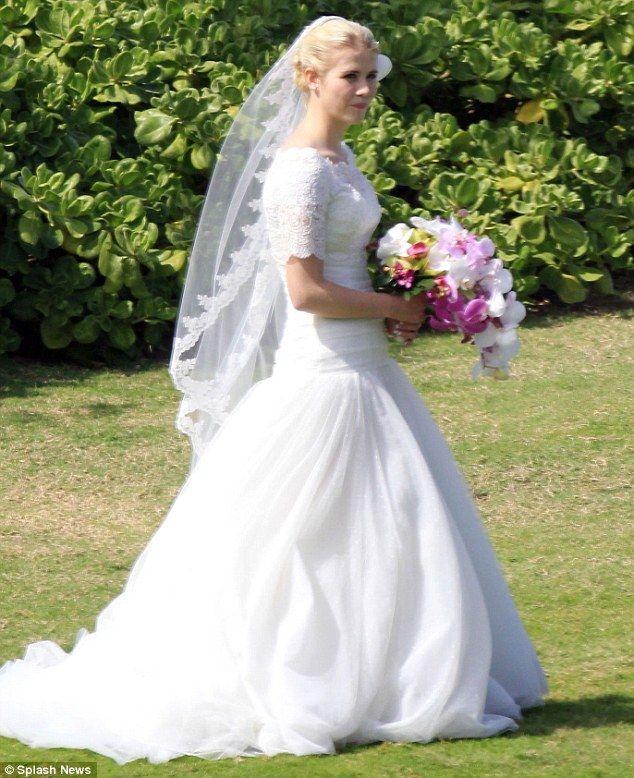 Elizabeth smart wedding dress and wedding veil I want to wear at my wedding!: Modest Wedding, Famous Weddings, Elizabeth Smart, Wedding Dress, Dream Wedding, Celeb Weddings, Celebrity Weddings