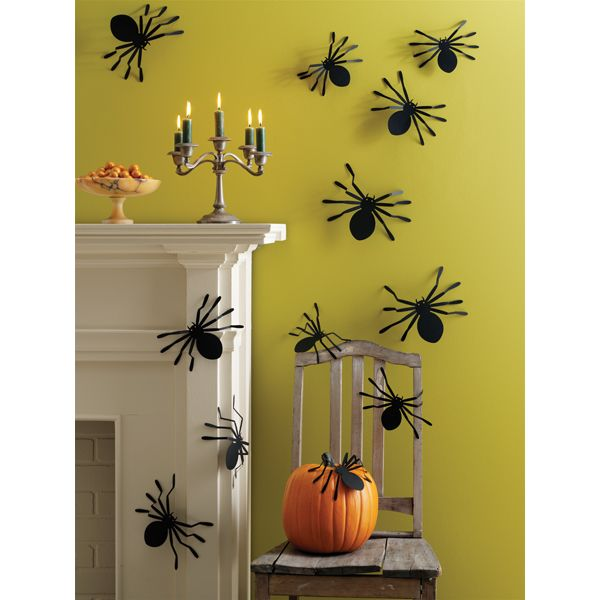 Easy last minute #Halloween decorations - spiders