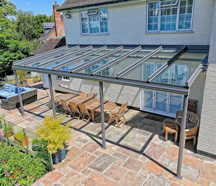Un toit en verre sur votre terrasse vous permettra d`en profiter toute l`année. En plus, il vous offre une protection contre le soleil, la pluie et le vent