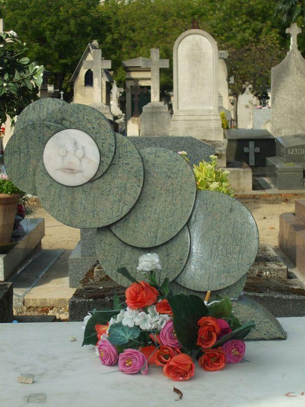 Tumba de Julio Cortázar, Enormísimo Cronopio.  Cementerio de Montparnasse, París.