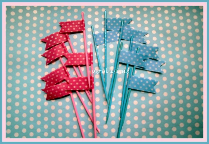 Banderitas rosas o azules de topitos (10 centímetros). Ideales para adornar cupcakes, magdalenas, mesas dulces, cumpleaños....aperitivos, canapés Pedidos: detallisime@yahoo.es