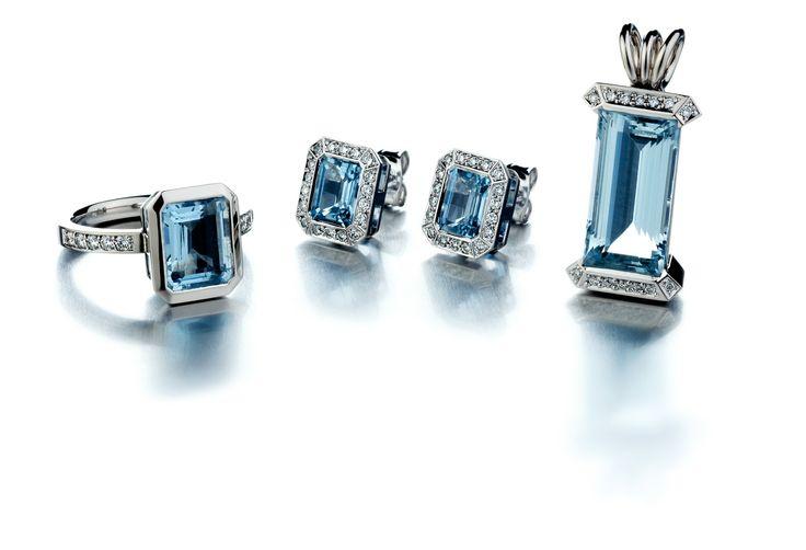 Kultaseppämestari Tarkkanen Oy, Akvamariini -setti, sormus, korvakorut ja riipus, #valkokulta #timantti #whitegold #diamonds #aquamarine