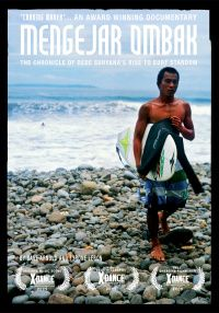 Mengejar Ombak is a documentary feature that offers a close and personal insight into the life of a young and very talented Indonesian surfer, Dede Suryana. The film follows Dede as he embarks on his first serious season on the World Qualifying Series (WQS)
