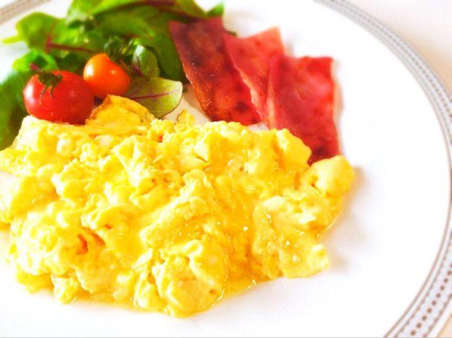 ホテル朝食✿超ふわふわスクランブルエッグ by ♫ちーちゃん♫ [クックパッド] 簡単おいしいみんなのレシピが233万品