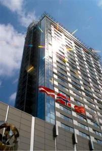 Radisson Blu Hotel - viesnīca piedāvā lieliskus pilsētas skatus pār Vecrīgu un Rīgas centru, viesnīca ir slavena ar tās dzīvo atmosfēru un plašajām izklaides iespējām, piemēram, stilīgais Skyline bārs ar izciliem pilsētas skatiem no 26.stāva.