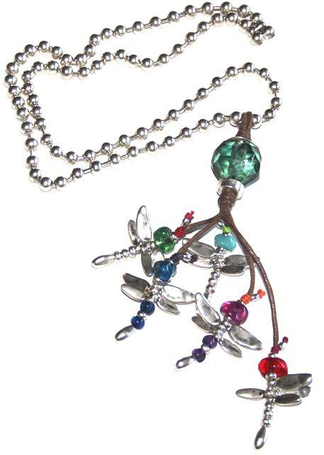 "#Collar hecho a mano ""volando voy"" #libélula. Realizado con hilo de algodón, cadena bolas 8mm bañada en plata, zamak, resina. http://nellass.com/products/volando-voy-....html"
