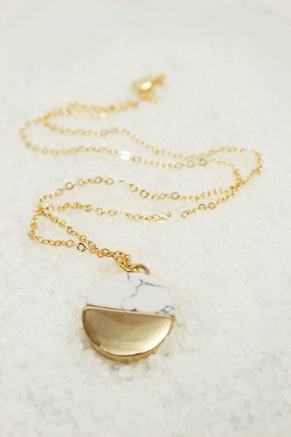 Ehi, ho trovato questa fantastica inserzione di Etsy su https://www.etsy.com/it/listing/466308252/marble-stone-necklace-circle-necklace