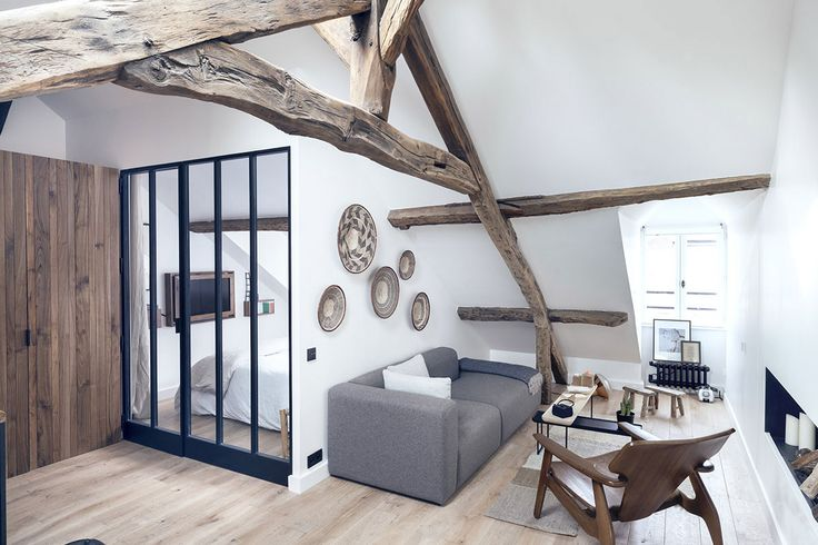 Every home has an element that it revolves around, one that gives it character and identity. This 18th century apartment located in the Marais district of