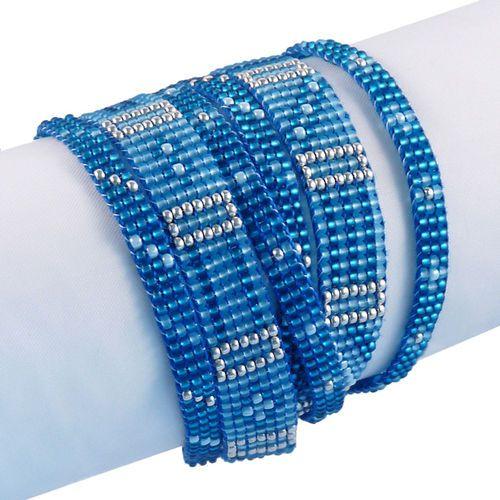Wickelarmband mit Magnetverschluss. Lässt sich 2mal um das Handgelenk wickeln. Von Hand gewebte Glasperlenbänder.
