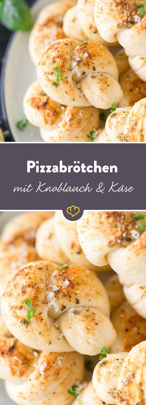 Pizzabrötchen, eng verschlungen: Würzige Knoblauch-Parmesan-Knötchen – herzelieb – mein Foodblog aus dem Norden