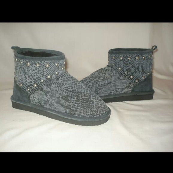 Victoria secret PINK ankle boots mukluks 5/6 Victoria secret PINK Short ankle boots Mukluks Gray studded snakeskin print Fur lined boots Size 5/6 Branded new with tags Victoria Secret PINK Shoes Ankle Boots & Booties