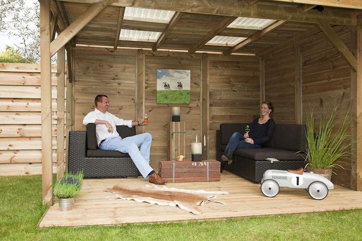 Houten buitenverblijf met doorschijnend dak en houten for Buitenverblijf met vijver te koop