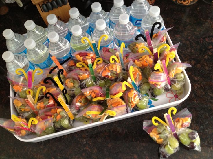 Happy spring-time, healthy school birthday snacks! I know a mom being tough about sugar isn't a kid's ideal, but these seemed to be a hit anyway, and she'll have plenty of sugar at her party on Saturday.