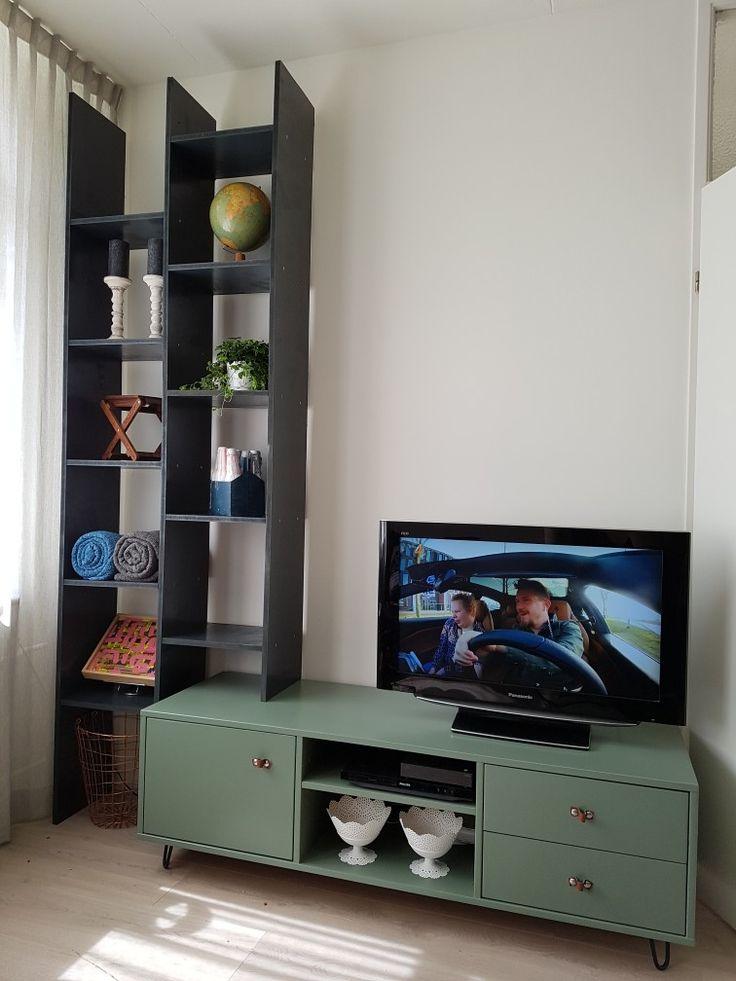 Tv kast. Antraciet vakken kast gemaakt van MDF. Bestaande tv kast nieuwe pootjes en een nieuwe  kleur gegeven, leem groen van Karwei.