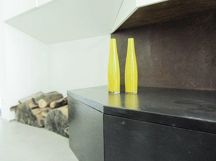 dettagli. details. camino. toscana. living room. soggiorno. relax. ardesia. nero. black&white. wood
