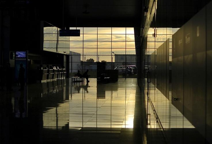 Poznan Poland, Port Lotniczy Poznań-Ławica, terminal przylotów [fot.Andrzej Deja]