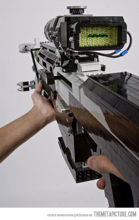AWESOME LEGO Halo sniper rifle I think this is awesome! I can imagine the main characters shooting enemies with this.