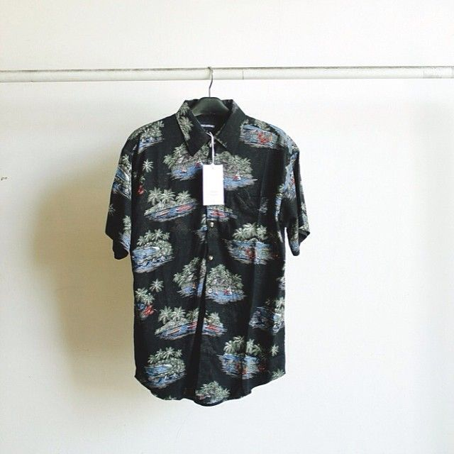 New arrivals in store! Hit the beach with this tropical beach printing shirt from @graceadoreable . Happy sunday!  #AffairsStore  #ProductUpdate  #Yogyakarta
