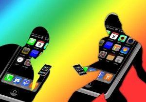 Búsquedas por móvil impulsan visitas a tiendas y comercios. Cuando un navegante busca algo concreto con un dispositivo móvil, sea smart phone o tableta, espera resultados inmediatos ya que a menudo parte de la idea de comprar o adquirir algo enseguida o como mucho en pocas horas al realizar una búsqueda. Con los dispositivos móviles existentes hoy en día, tiende a haber más sentido de la inmediatez. Hay más intención de la compra inmediata y con ello una conversión mayor, un aumento de…