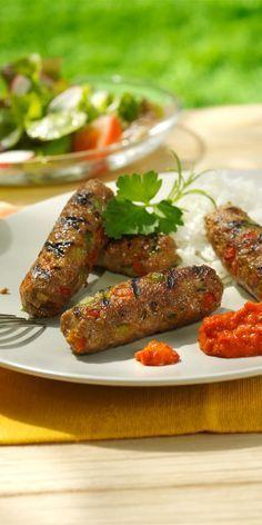 Diese Cevapcici bleiben auf dem Grill wunderbar saftig und sind extra würzig.