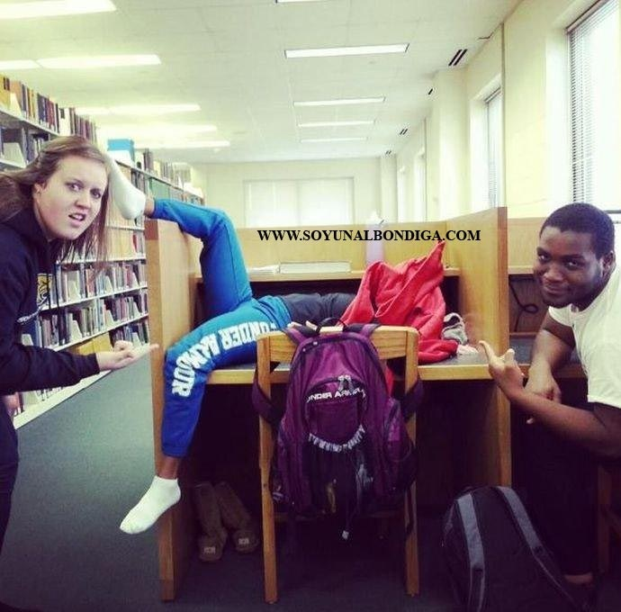 Videos chuscos: estudiando en la biblioteca